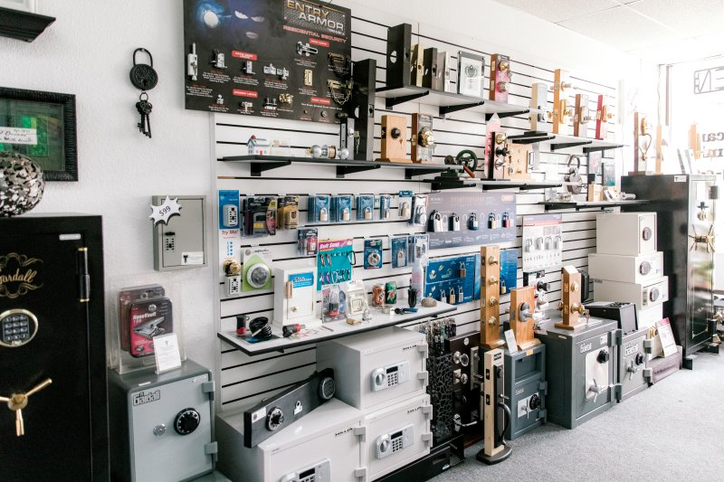 Many safes in Brucar store